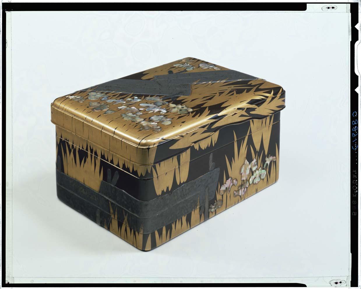 八橋蒔絵硯箱